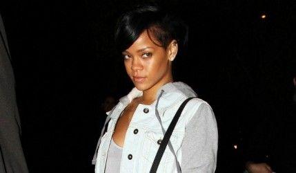 Rihanna se transforme en sirène argentée