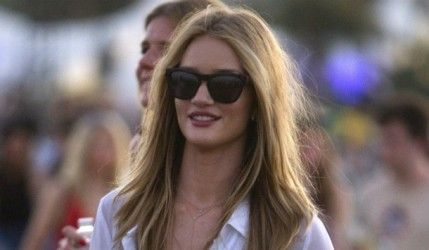 Rosie Huntington-Whiteley très cool à Coachella